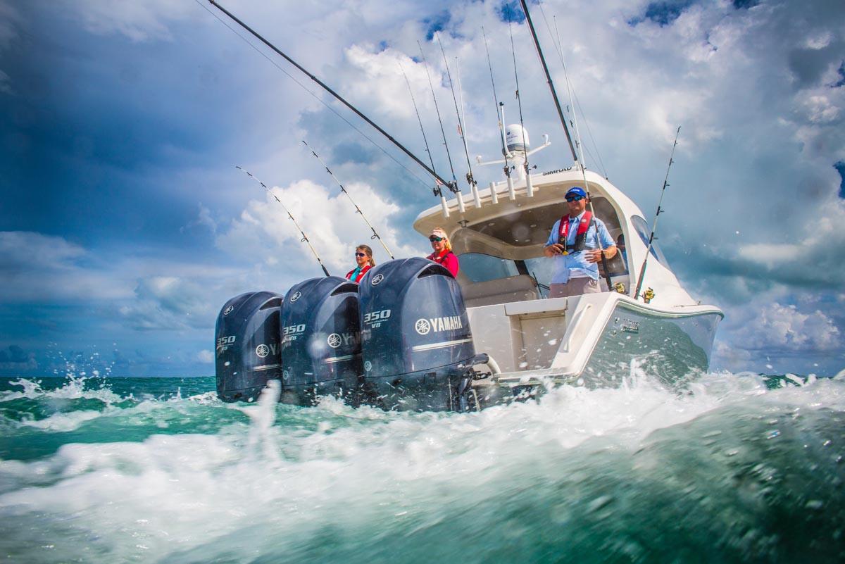 triple yamaha outboard photography